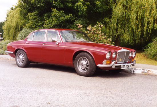 Elegance personified, in classic car terms… The XJ6/Daimler Sovereign model range have always been liked for their timeless good looks. This shot shows a superb early Sovereign.