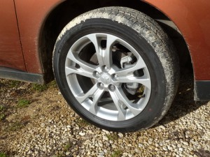 The GX5 test car featured attractive five spoke aluminium alloy wheels.