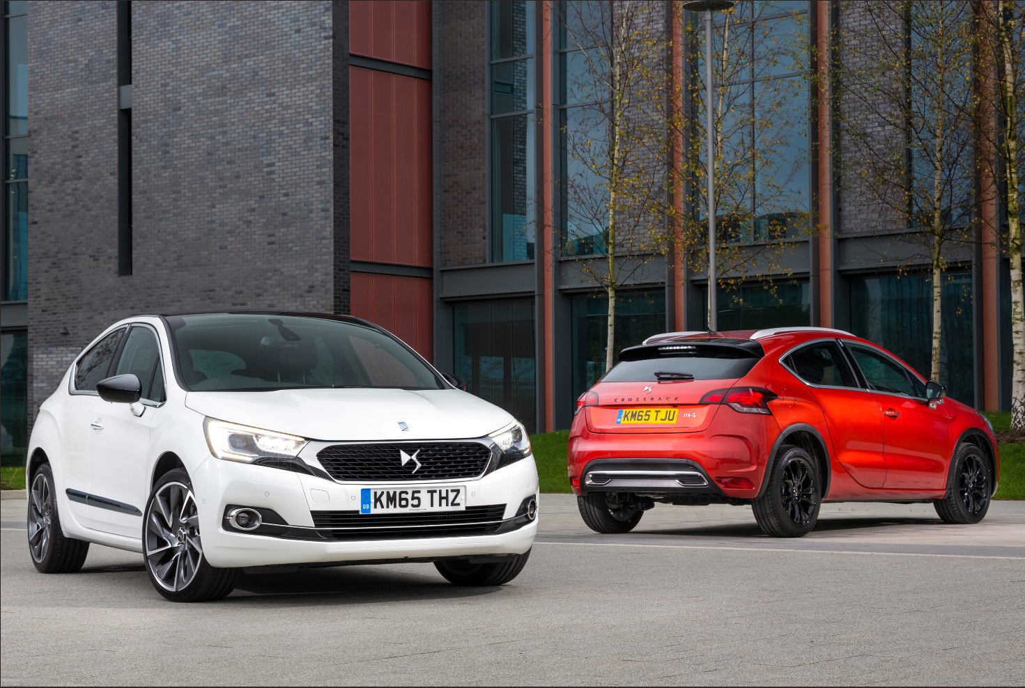 DS 4 new models, Hatchback and Crossback