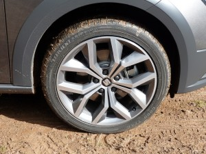 Attractive 18 inch diameter sports wheels are standard equipment on this SE Technology version.