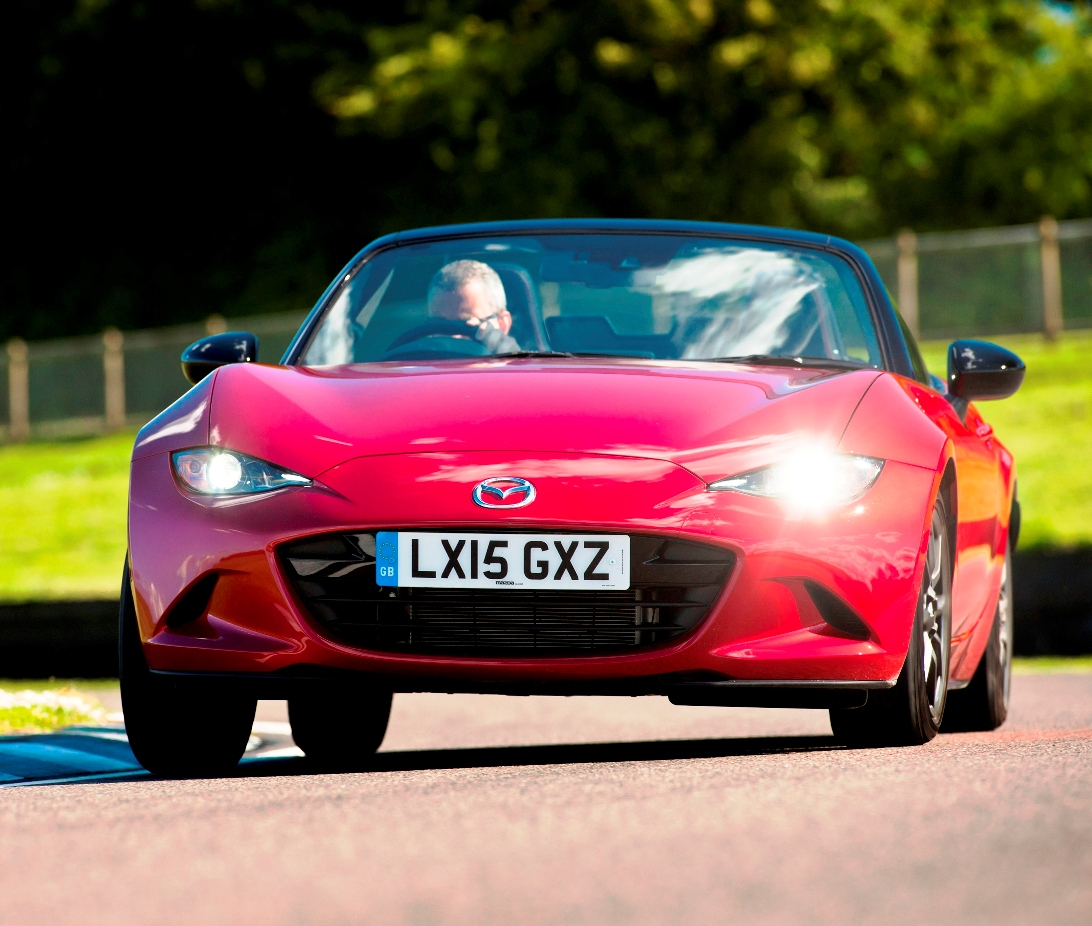 Mazda MX 5 front action