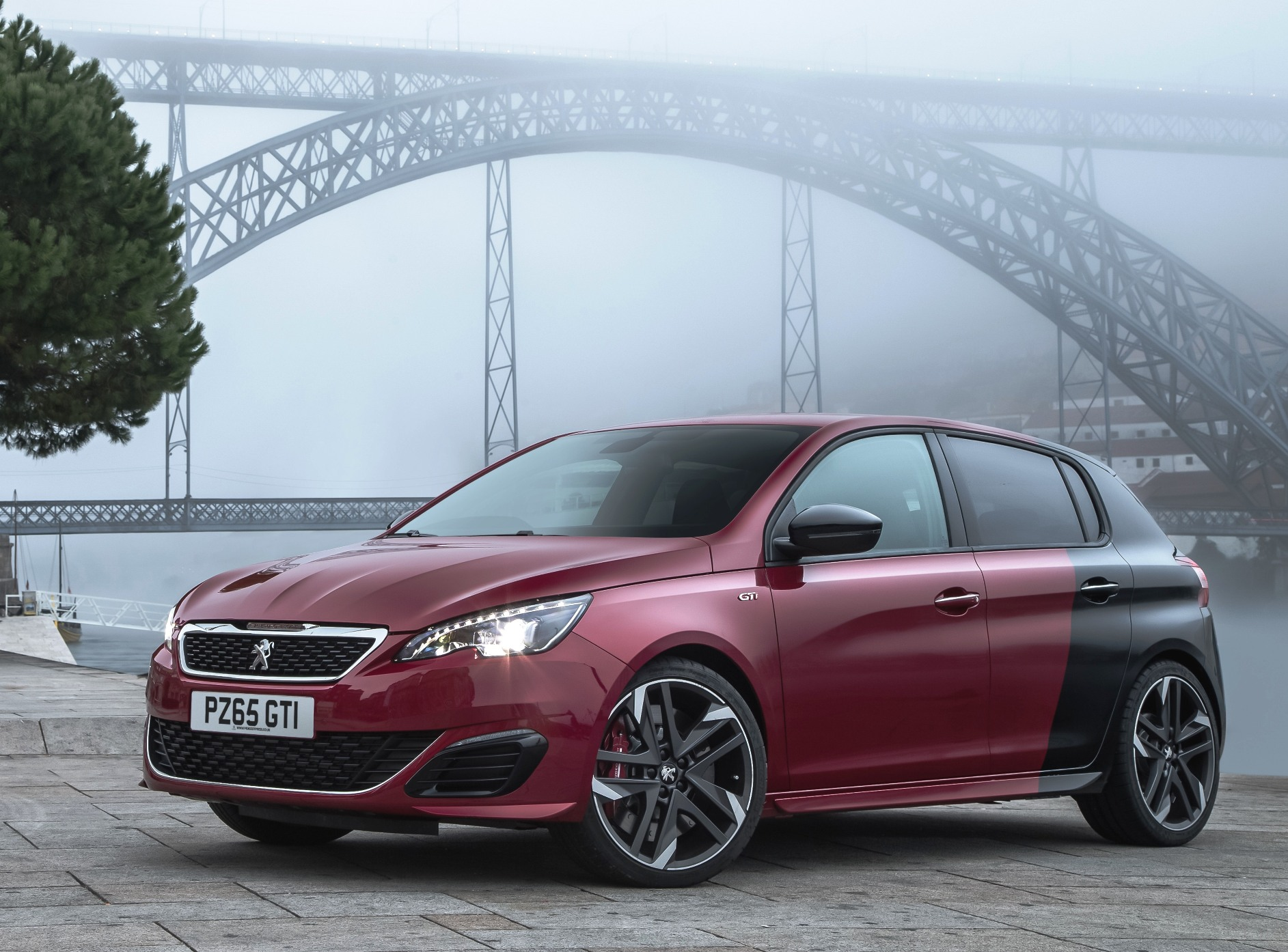Peugeot 308 GTi split colour model static