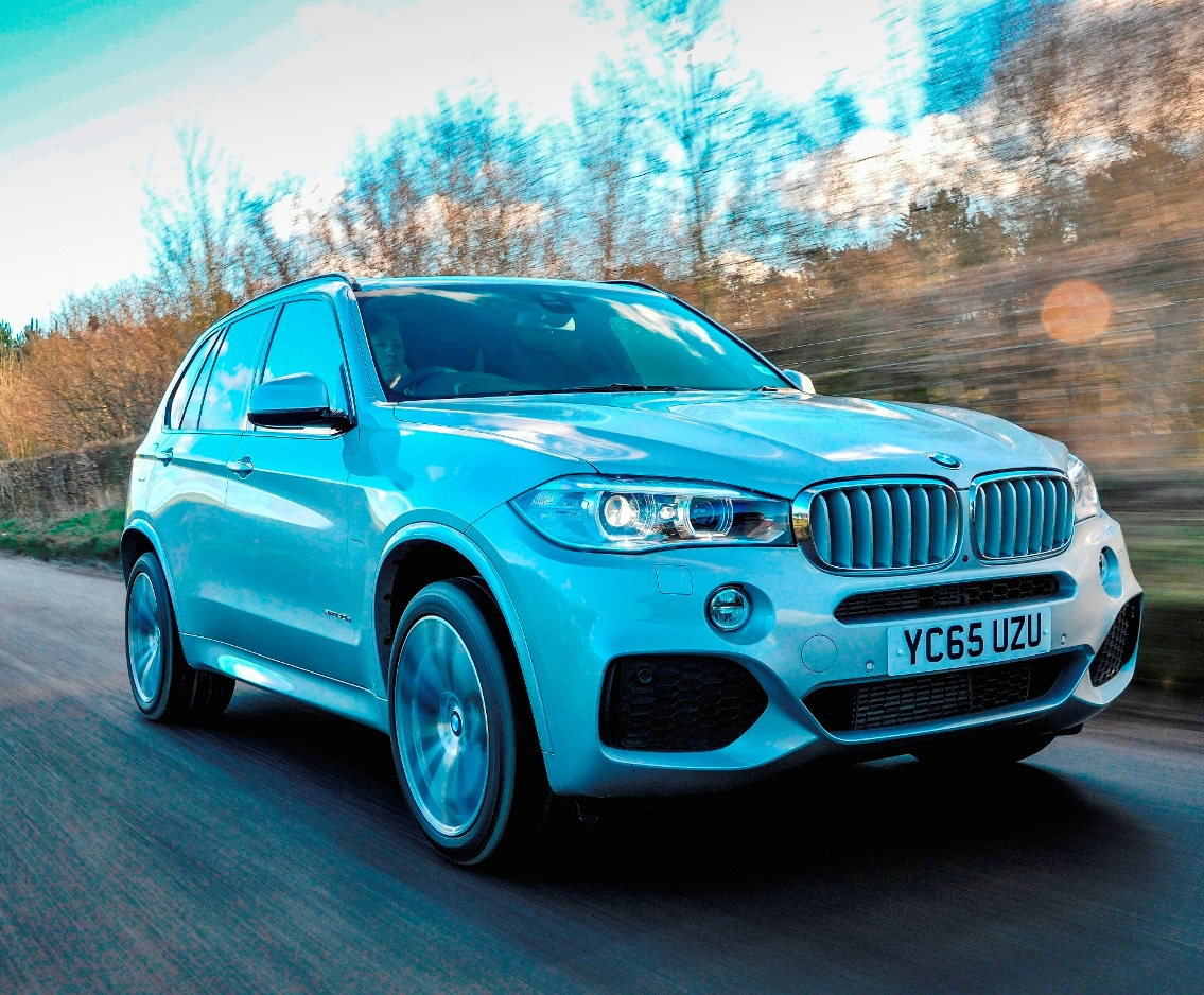 BMW X5 PHEV side front action
