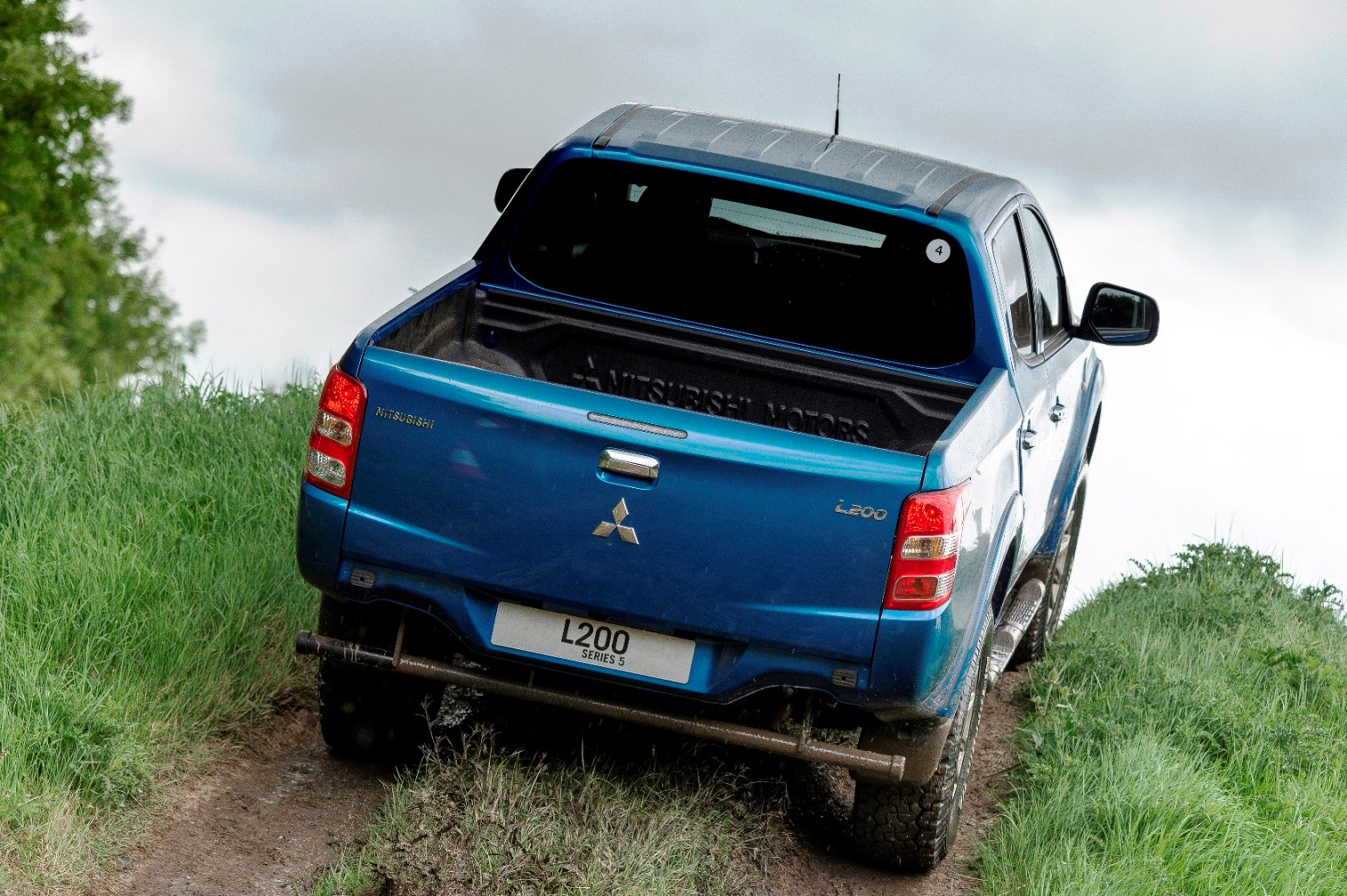 Mitsubishi new L200 Double Cab rear off road action