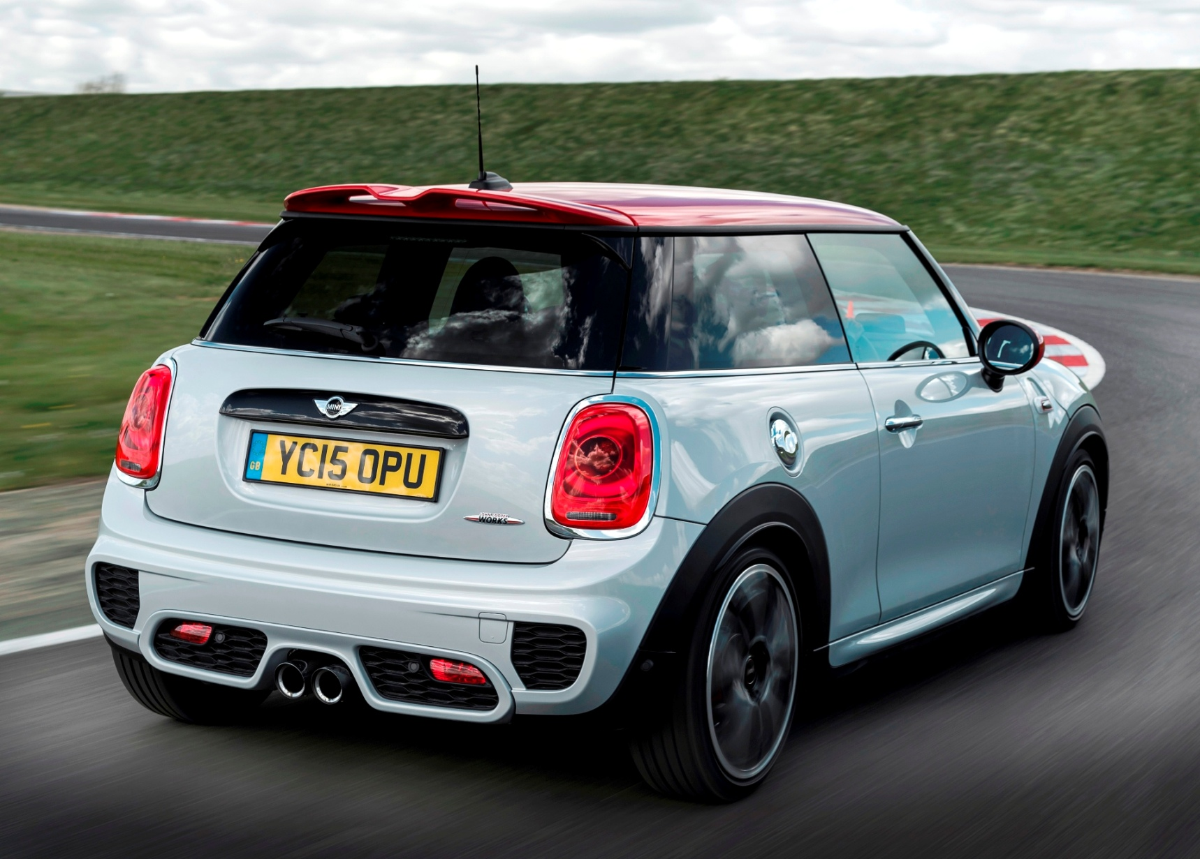 MINI Hatch JCW rear side action