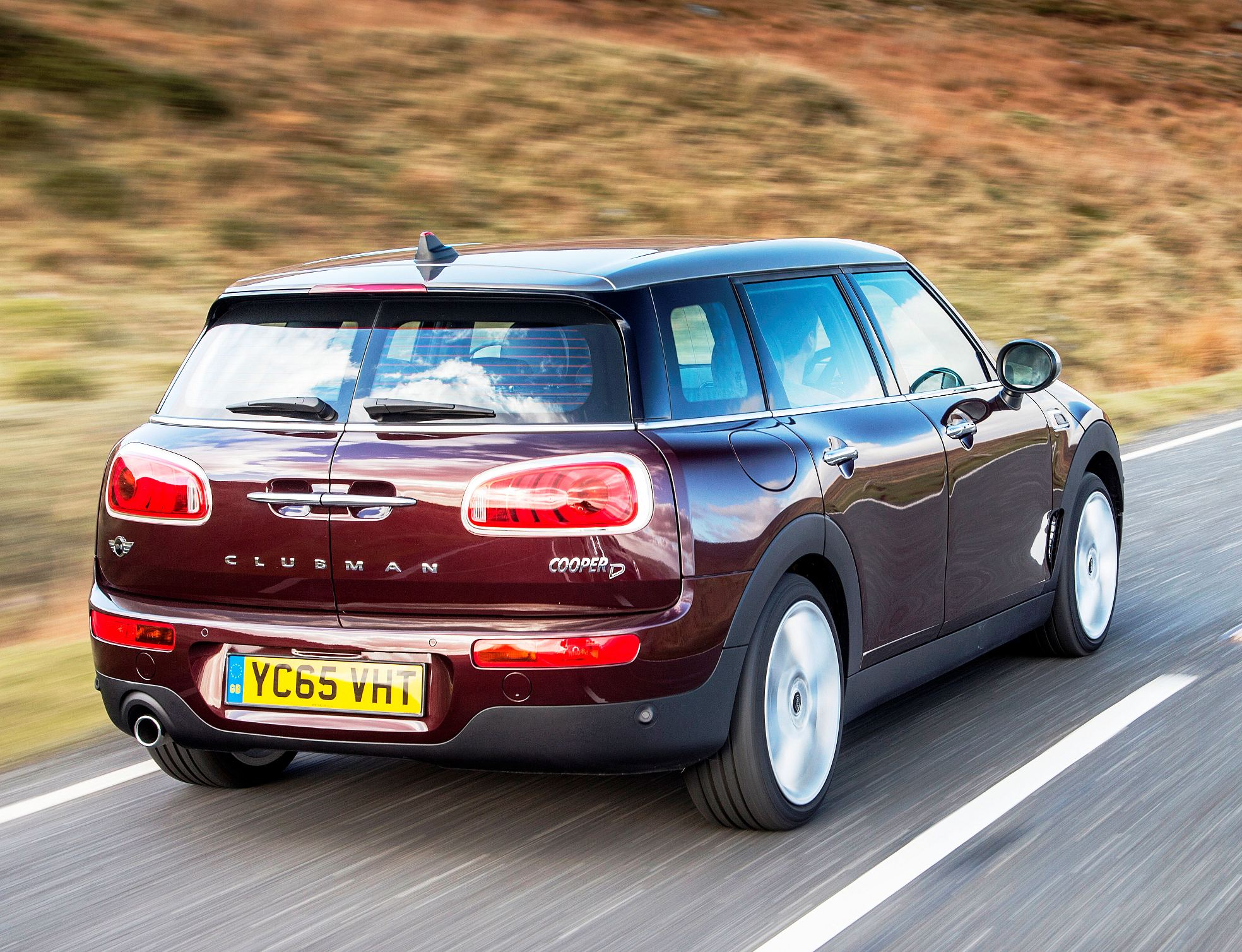 Mini New Clubman side rear action