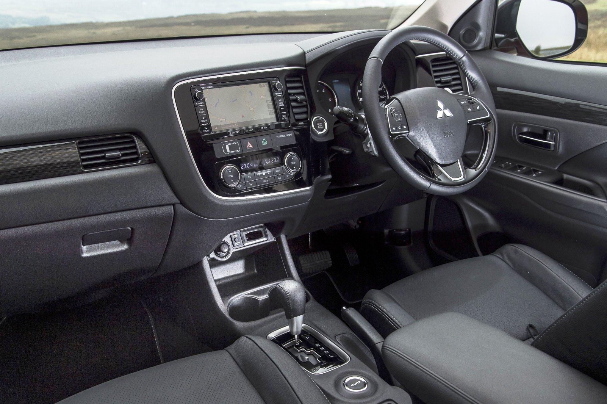 2016 mitsubishi outlander phev or turbodiesel wheels alive - Mitsubishi outlander 2016 interior ...