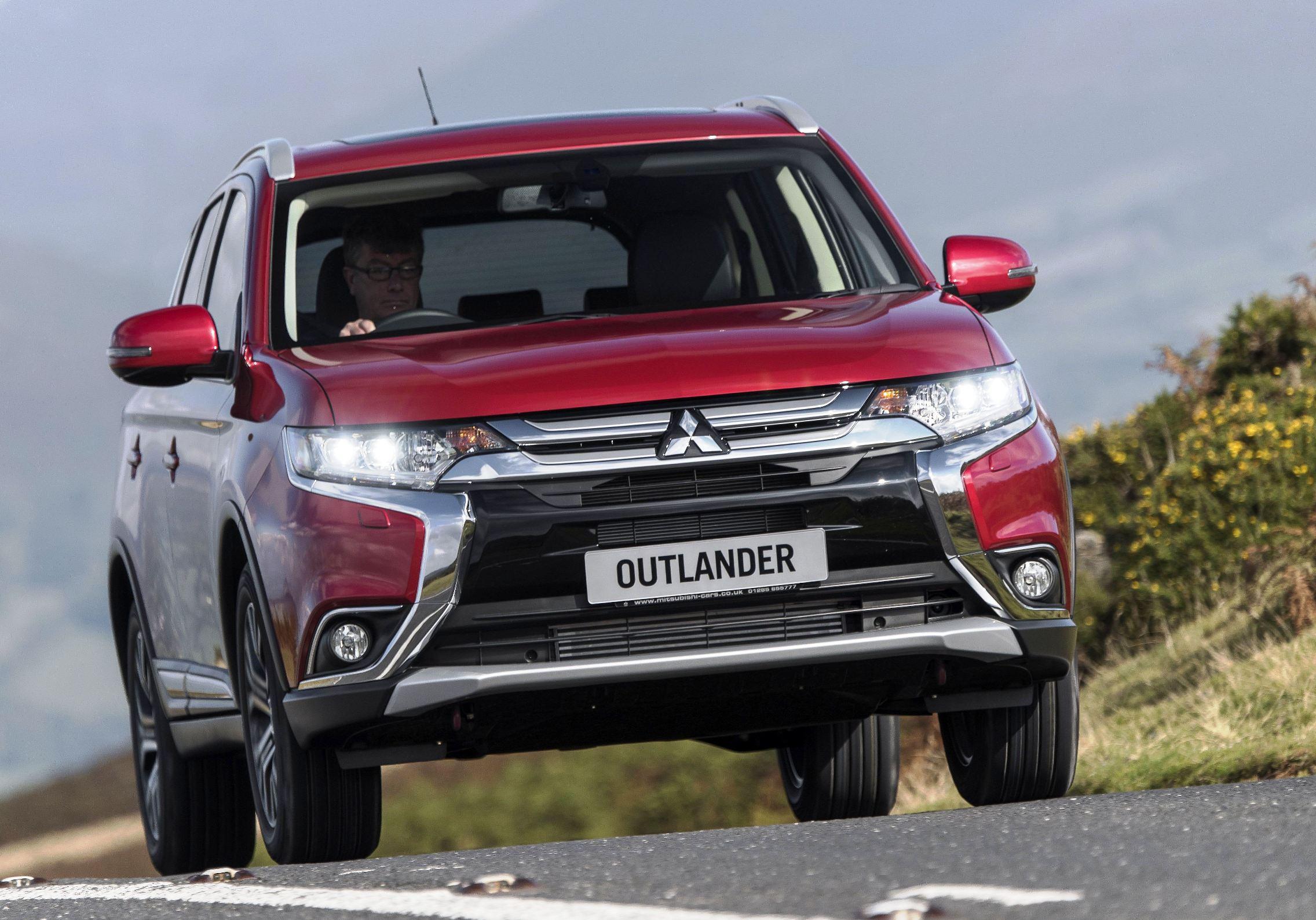 Mitsubishi Outlander diesel front action