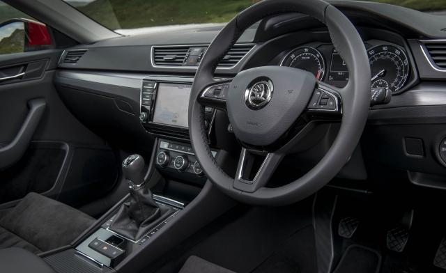 Skoda Superb Est cockpit