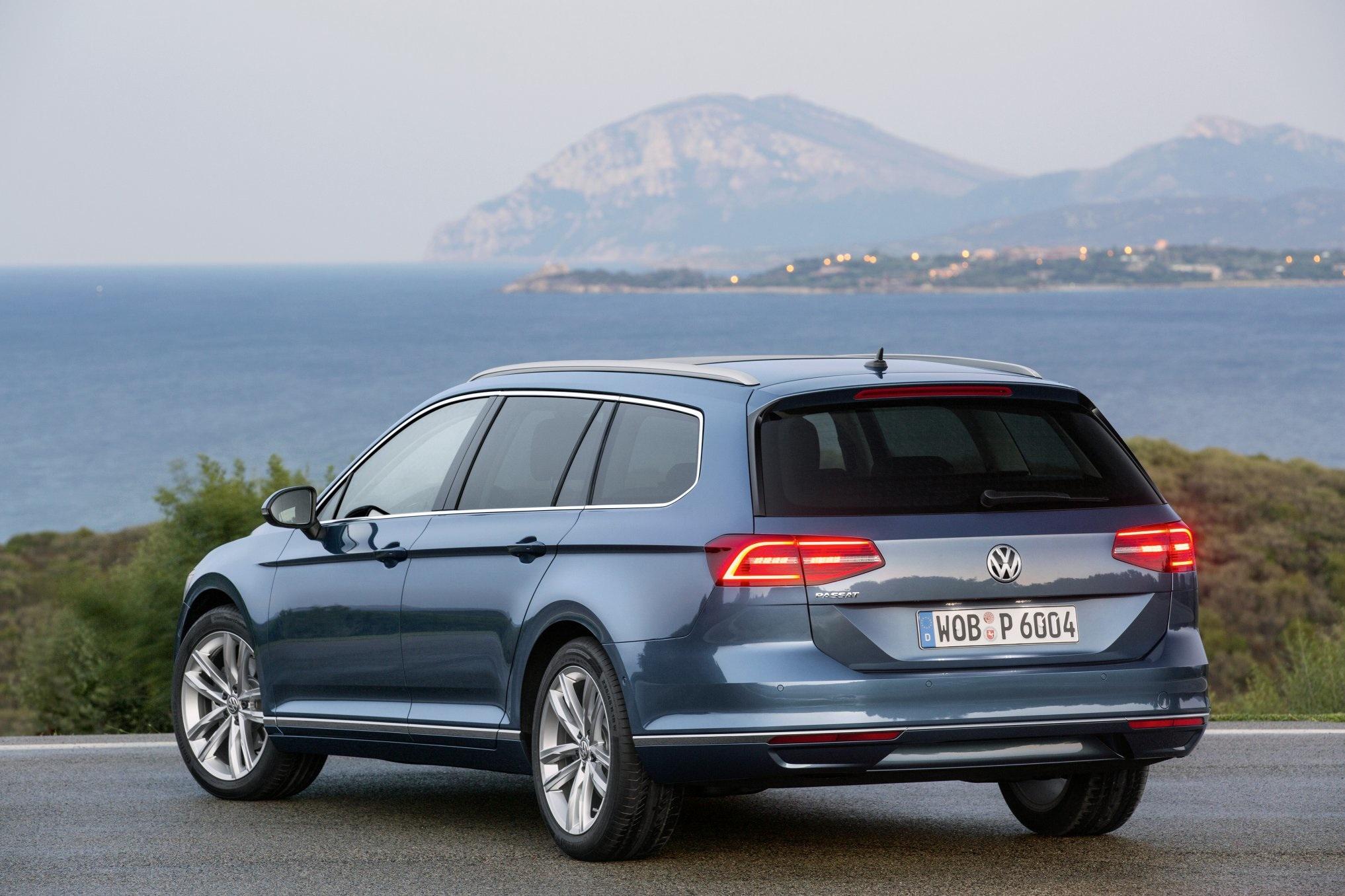 VW Pass Est 2015 rear
