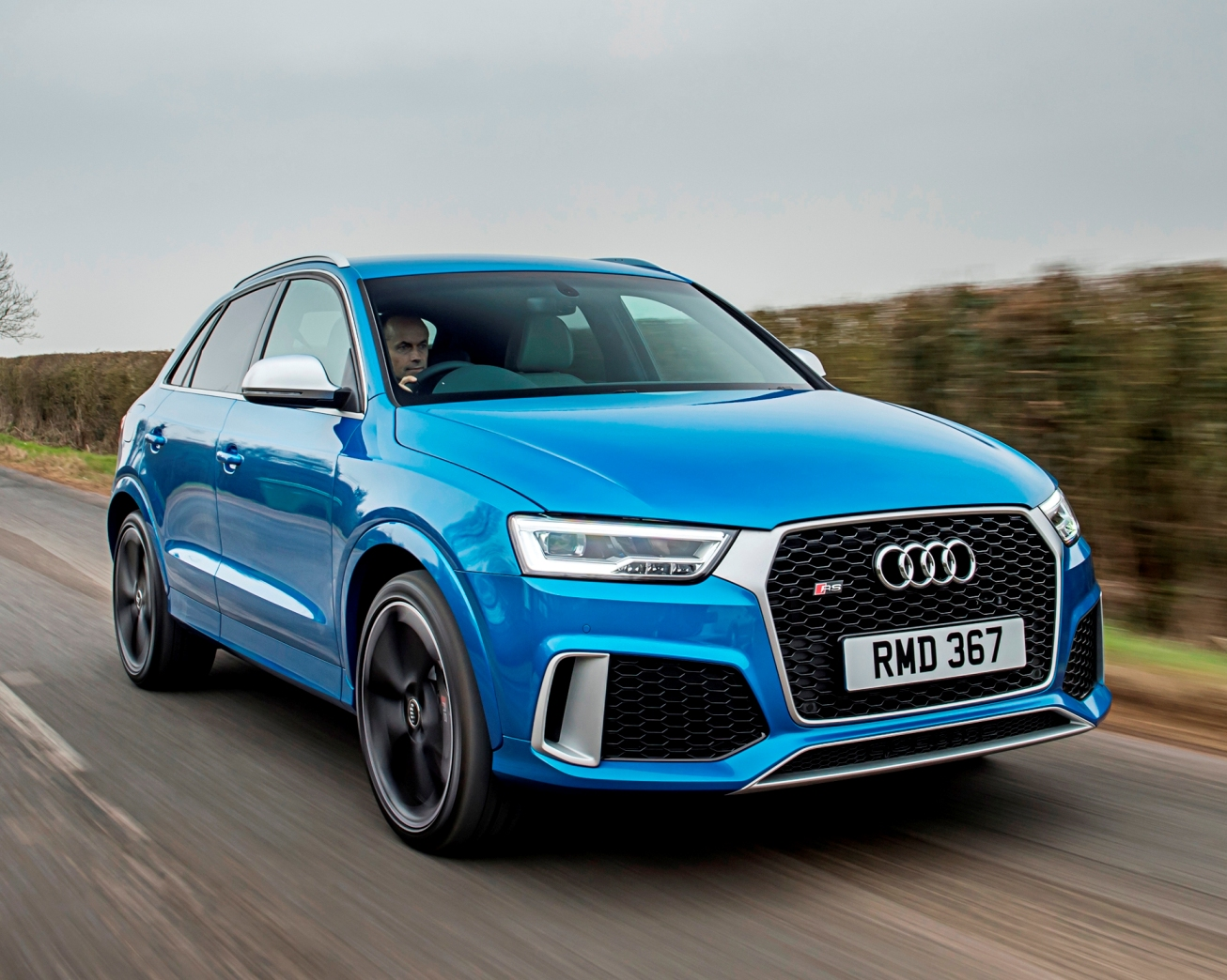 Audi RS Q3 Performance side front action