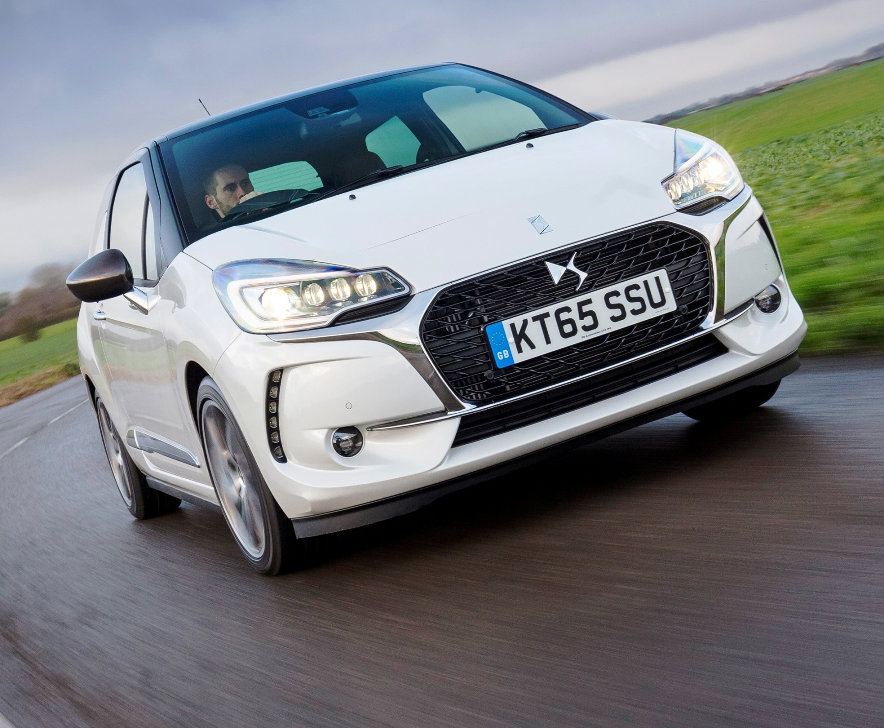 DS 3 Hatch front action