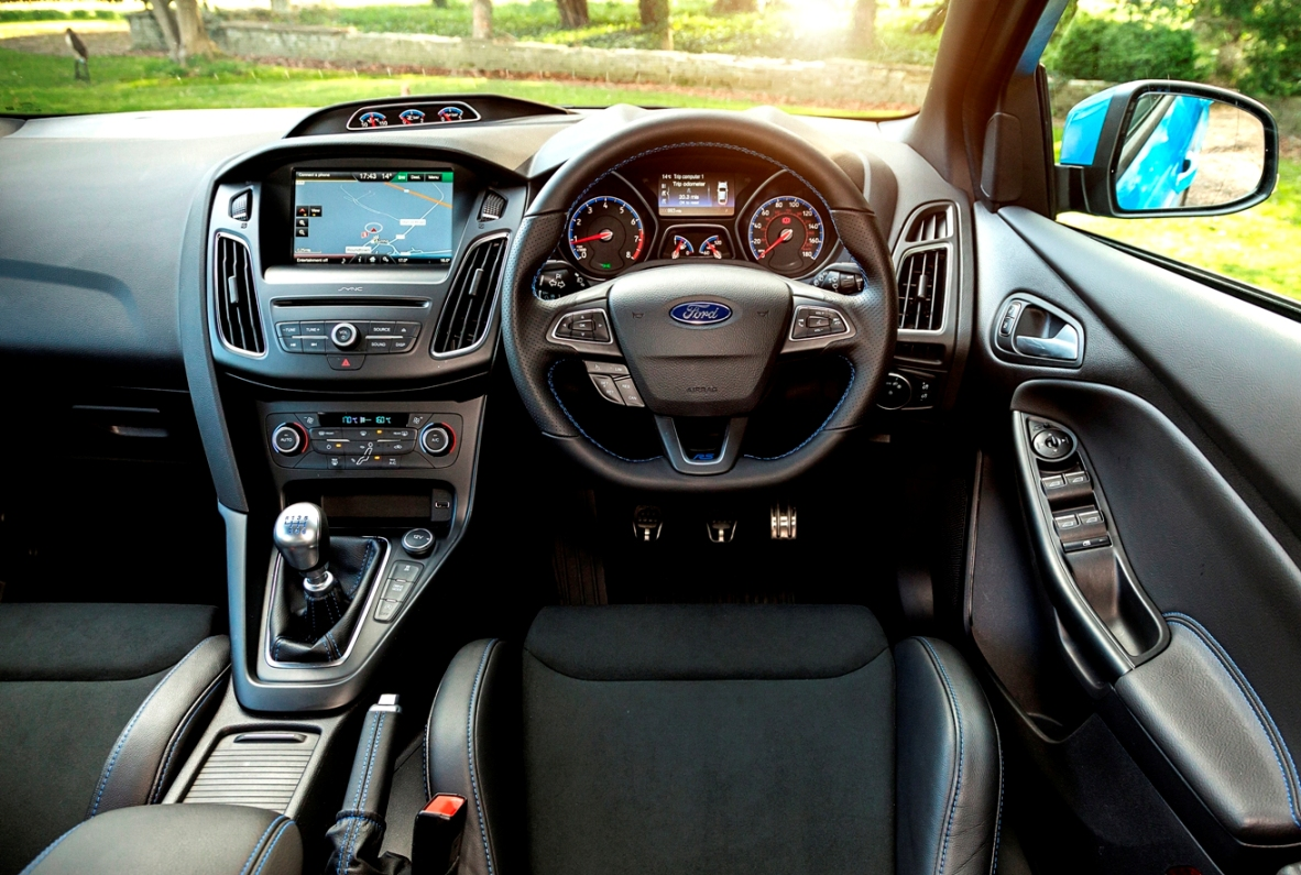 Ford Focus RS front interior
