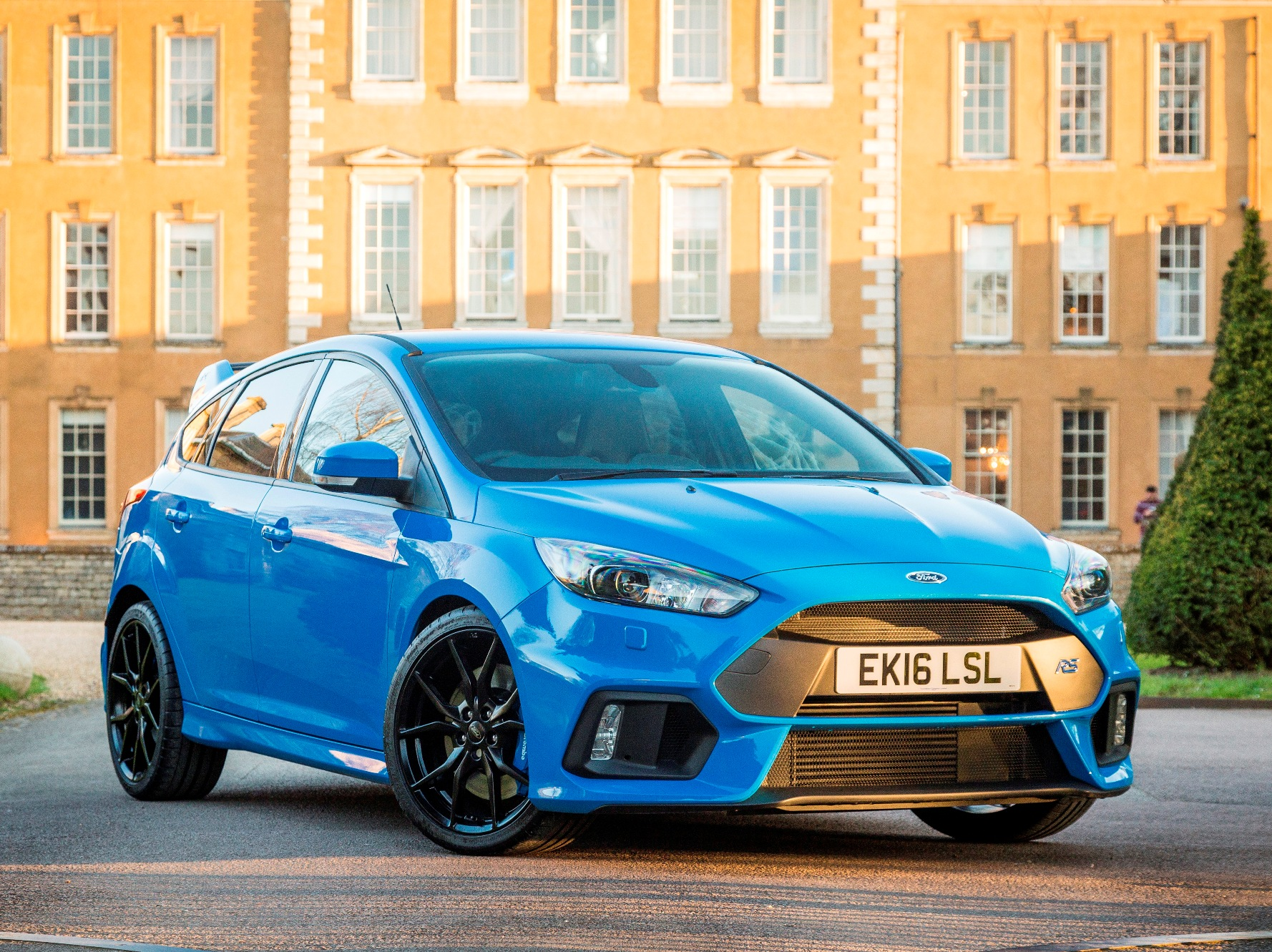 Ford Focus RS side front static