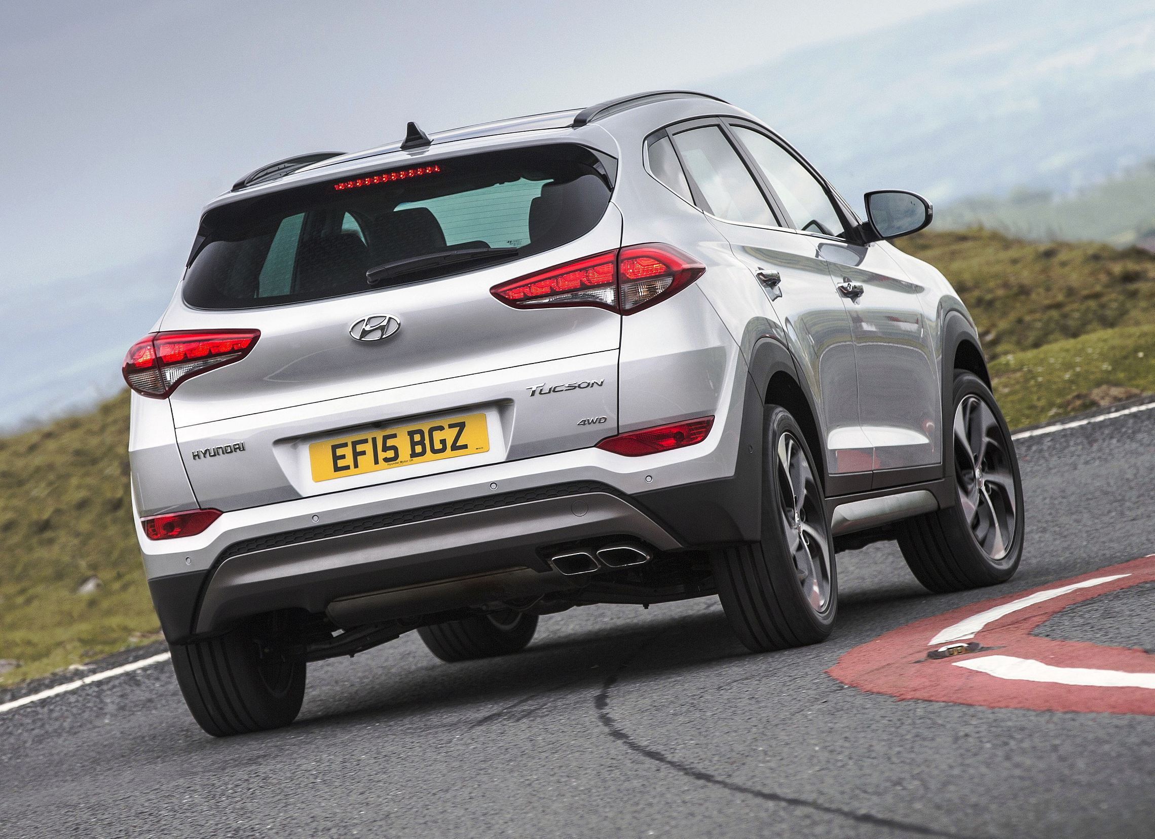 Hyundai_Tucson rear action