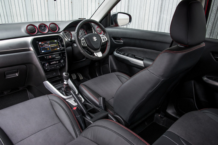 Suzuki Vitara S cockpit