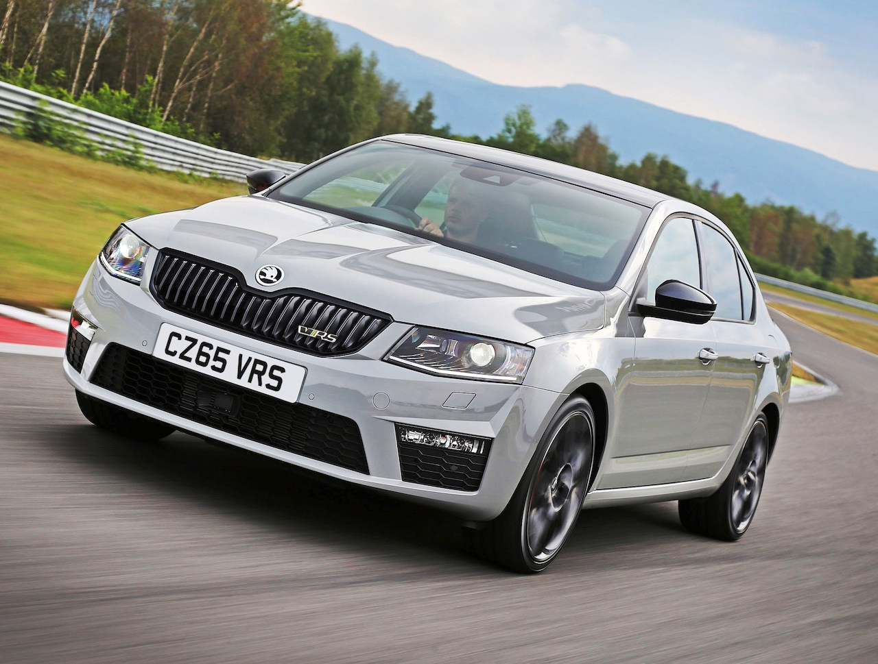 latest skoda octavia vrs first impressions and skoda news wheels alive. Black Bedroom Furniture Sets. Home Design Ideas