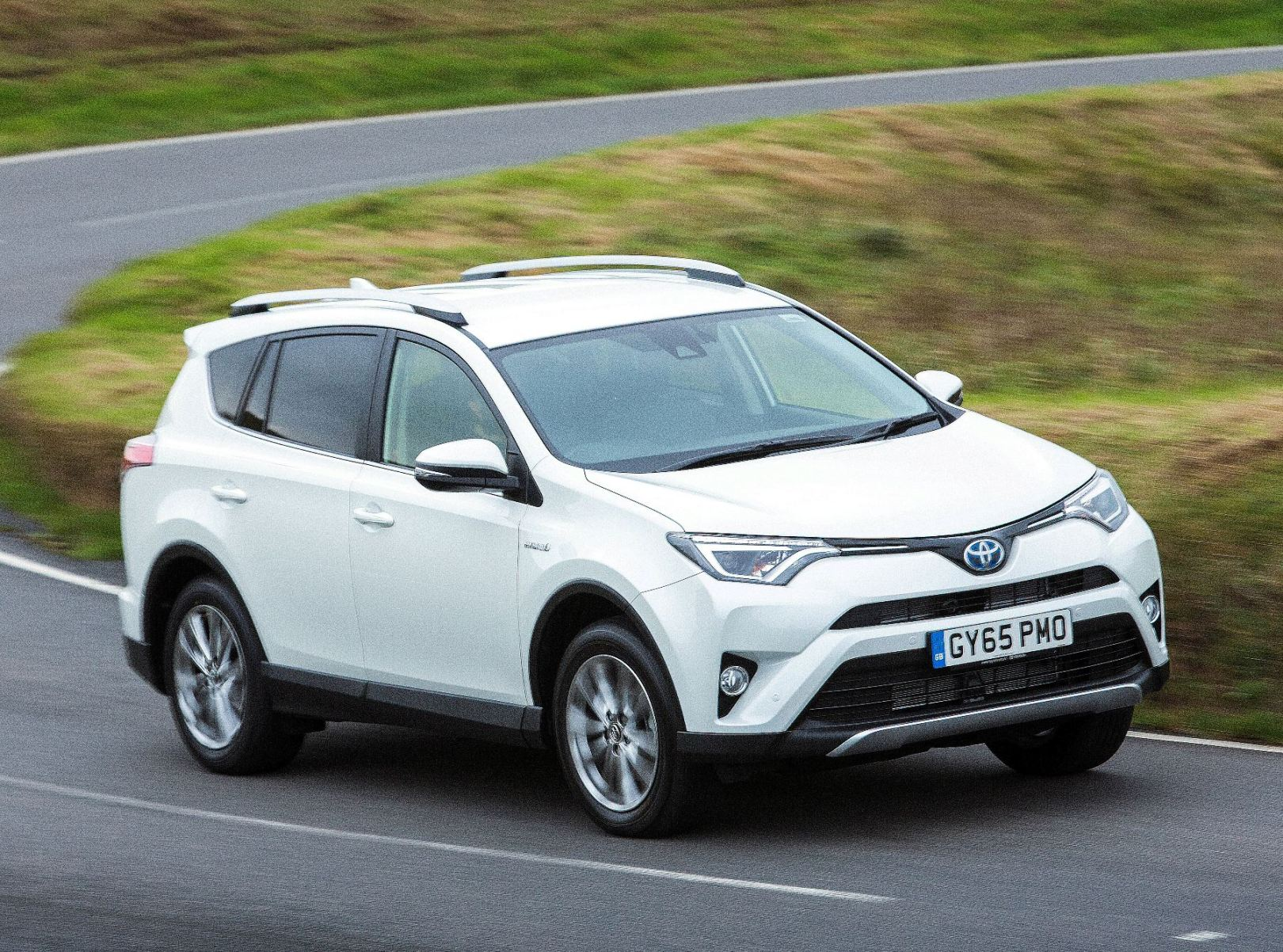 Toyota RAV4 Hybrid side front action