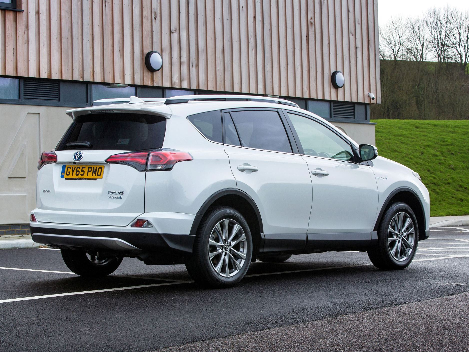 Toyota RAV4 Hybrid side rear static