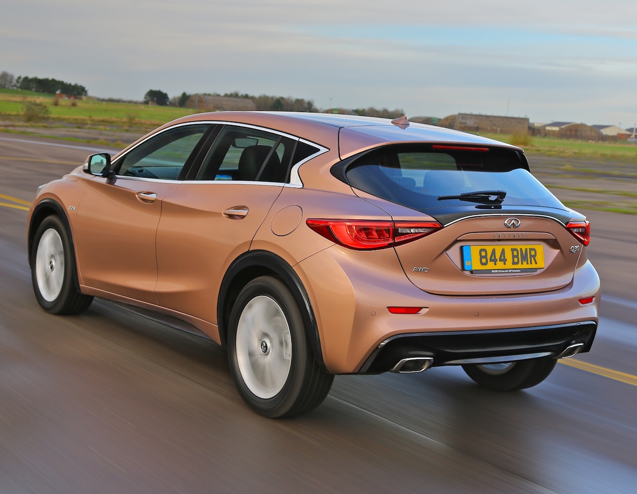 Infiniti Q30 4WD side rear action copy