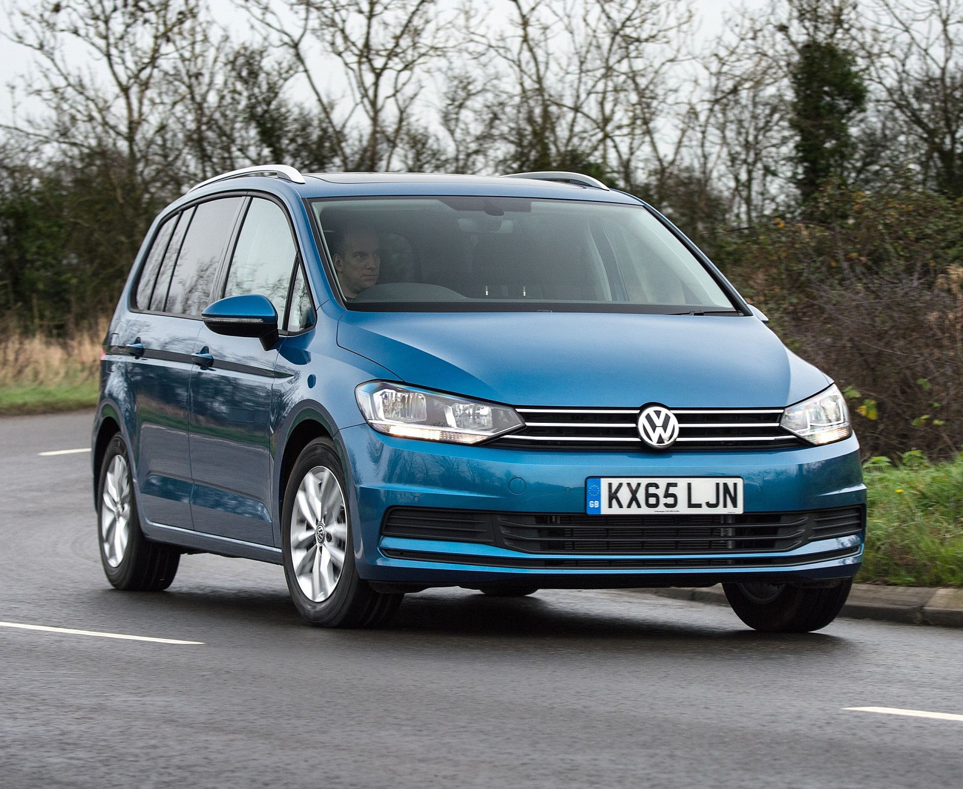 VW Touran front action