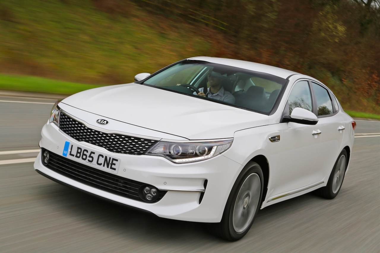 Kia Optima saloon side front action copy