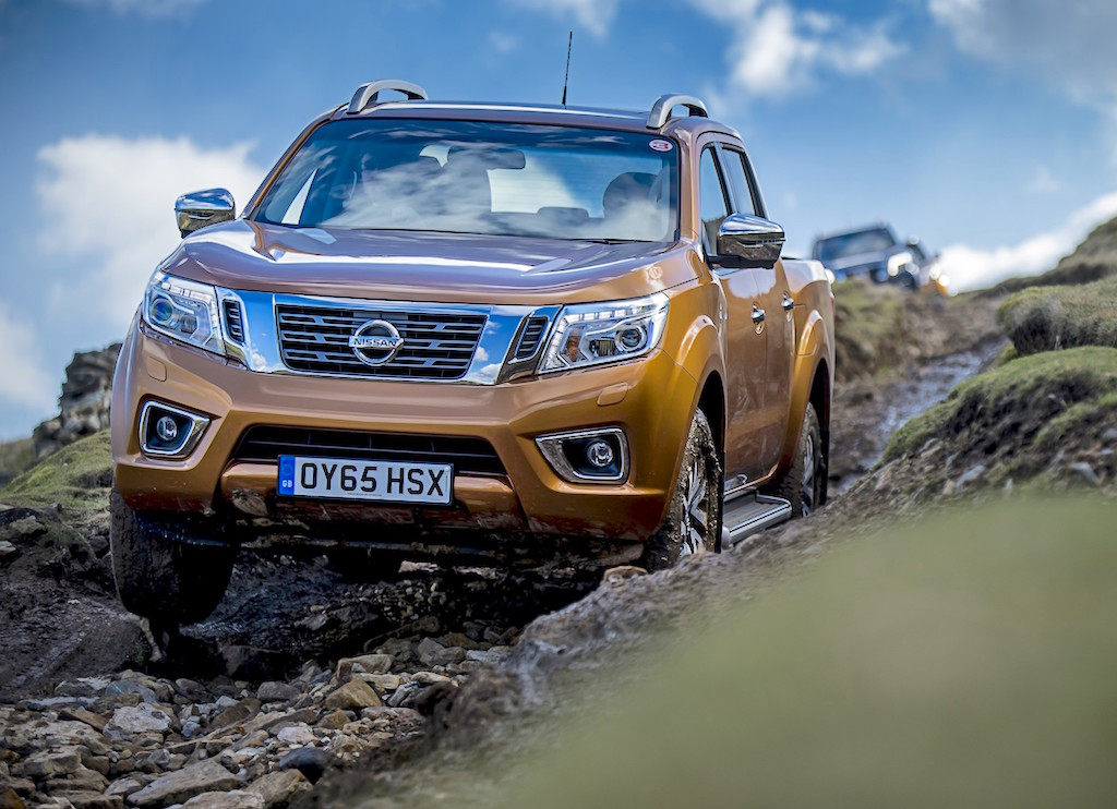 Nissan Navara Double Cab off roading copy