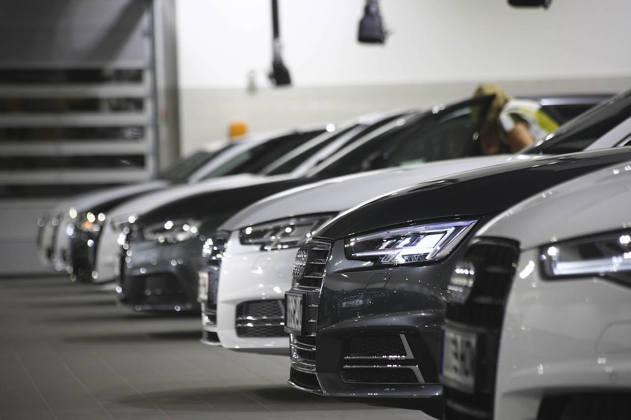 1 POOLEAUDI-66 plate cars waiting for collection copy