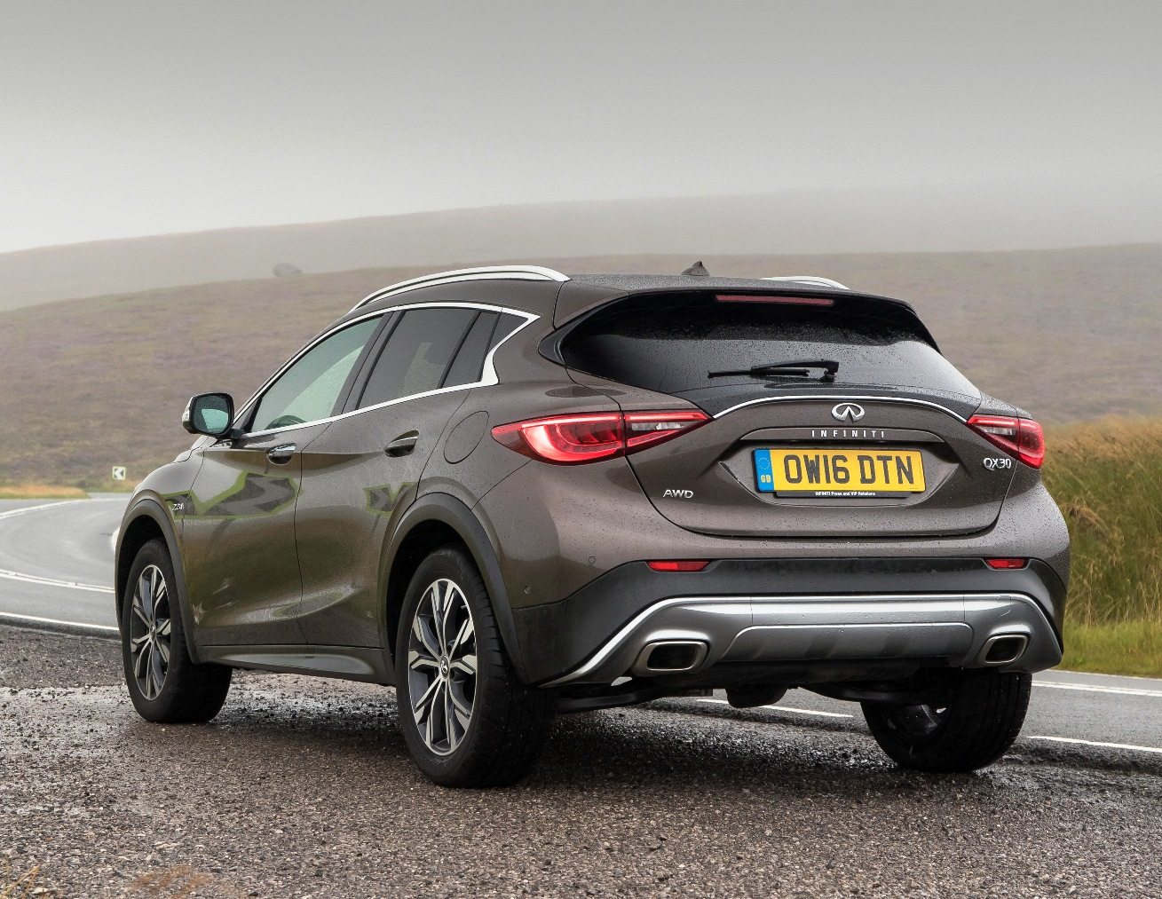 infiniti-qx30-rear-side-view