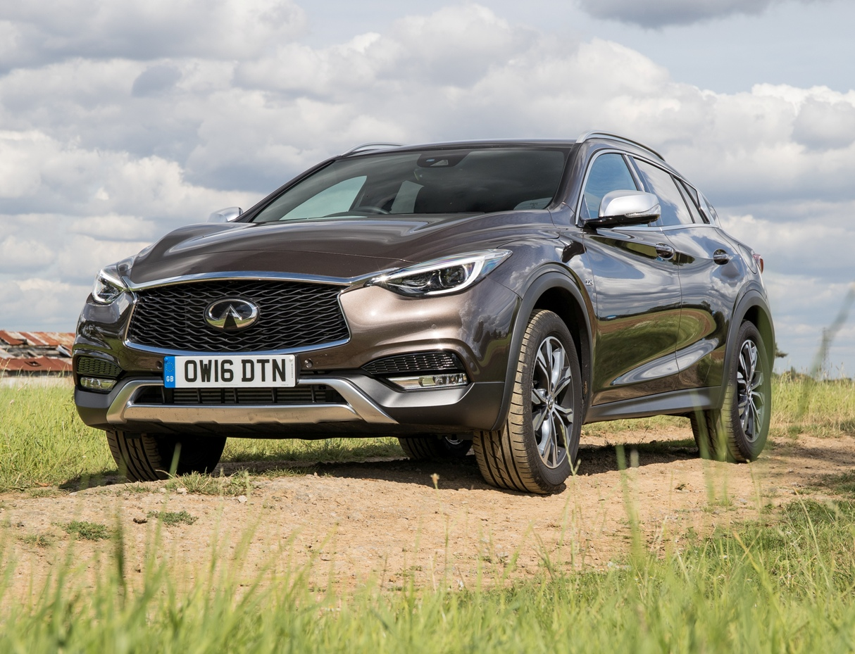 infiniti-qx30-side-front-static-view