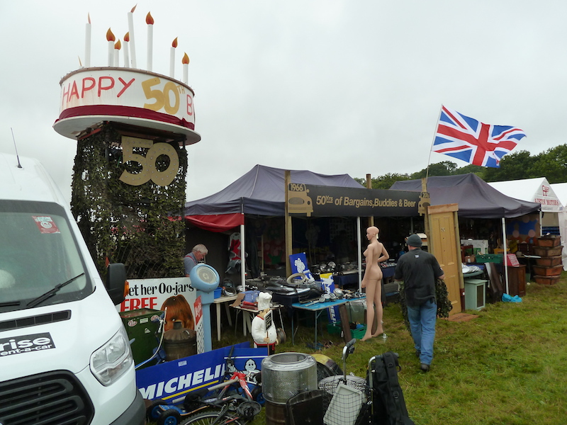 Andy Lee won the Anniversary Tropy for the best gold-themed stand.