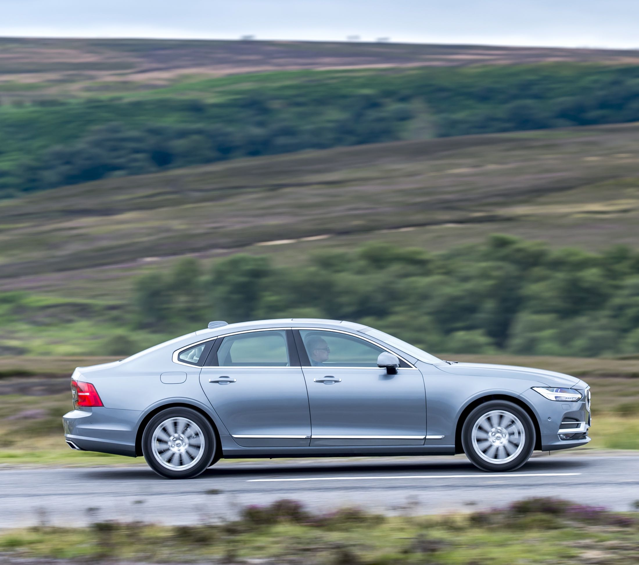 volvo-s90-d4-action-side-copy
