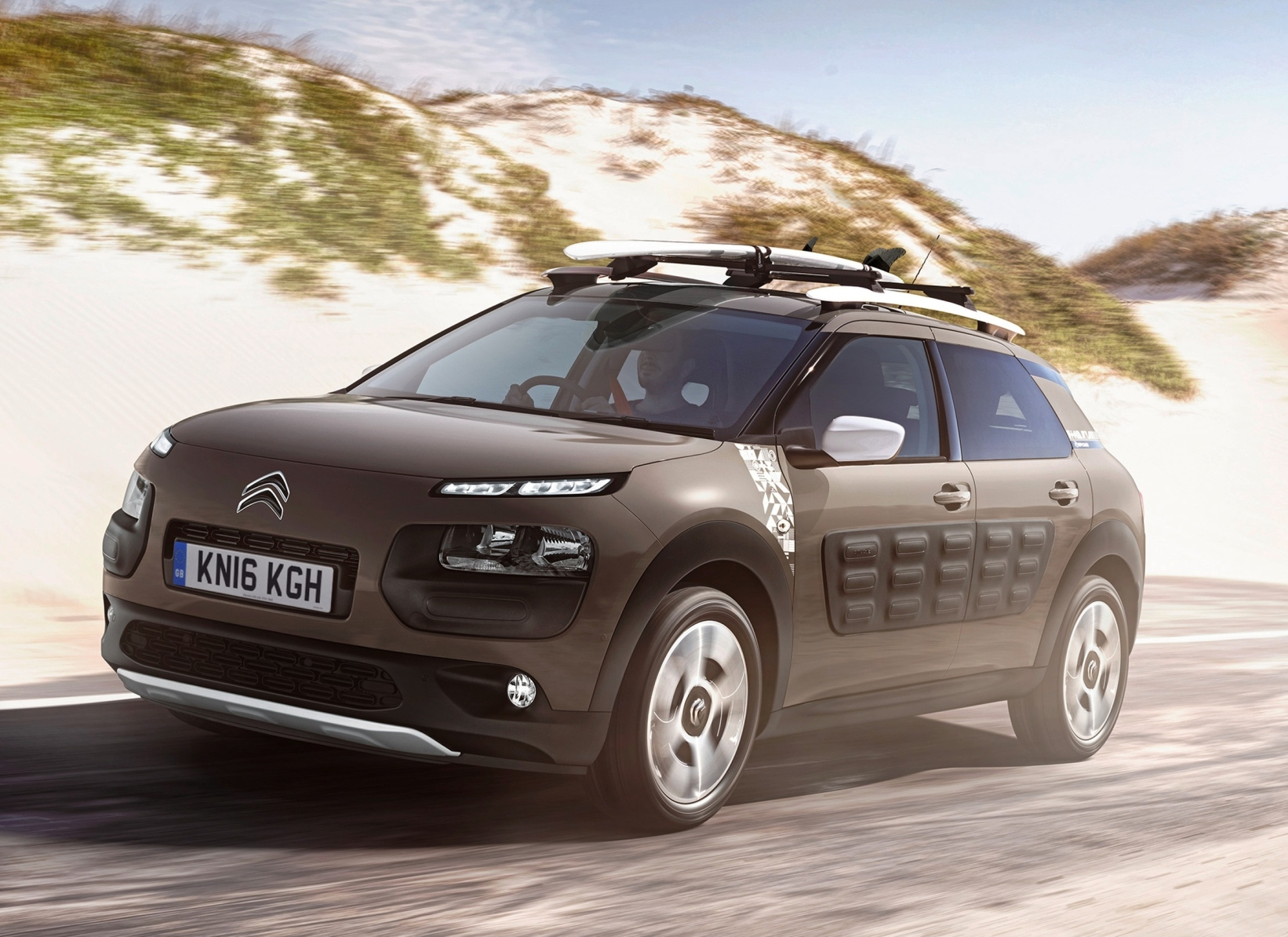 citroen-c4-cactus-rip-curl-side-front-action