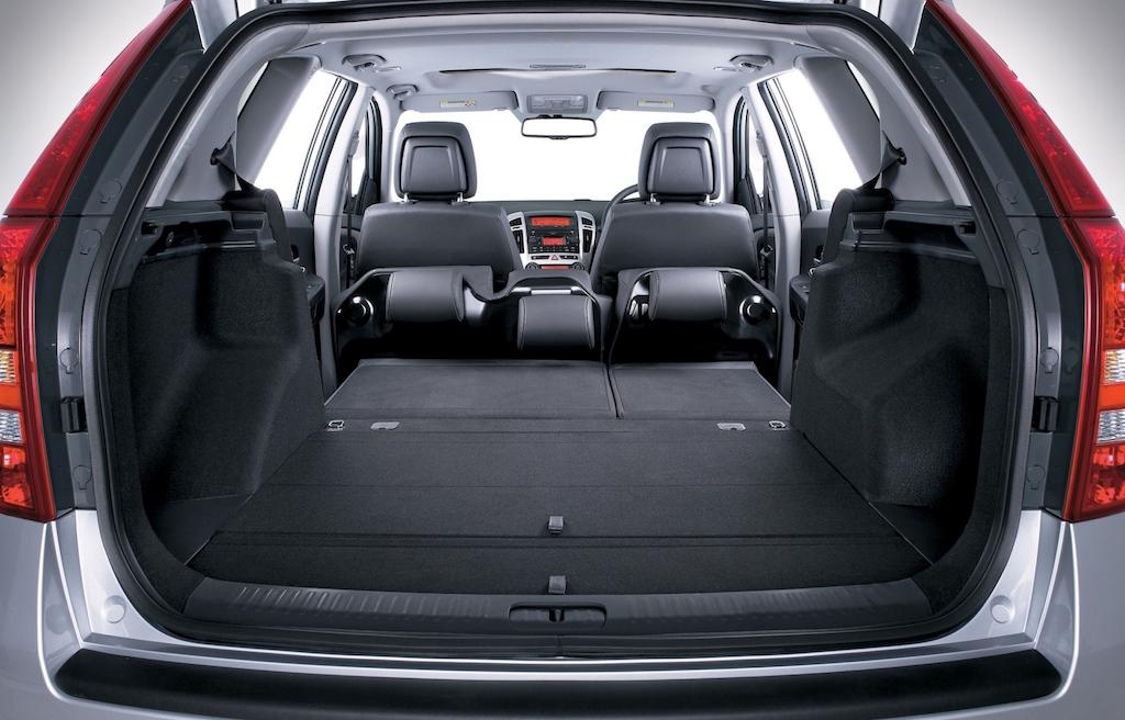 kia-ceed-sportwagon-huge-load-area-copy