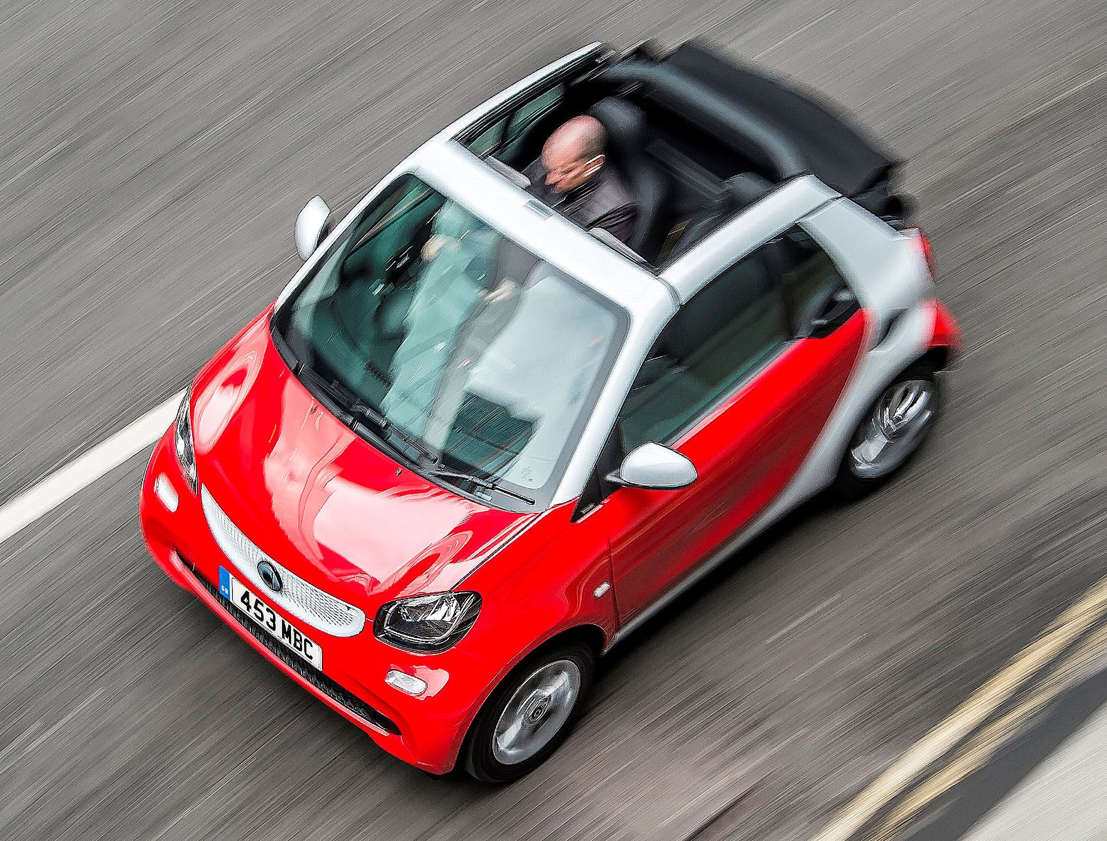 smart-fortwo-cabrio-overhead-action