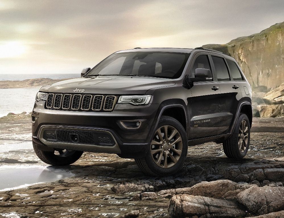 fiat chrysler automobiles forges ahead into 2017 plus brief first impression drives of some. Black Bedroom Furniture Sets. Home Design Ideas